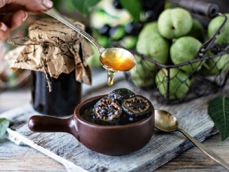 Конфитюр / сладко от зелени орехчета - снимка на рецептата